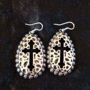 Jewelry - Hammered silver earrings with crosses